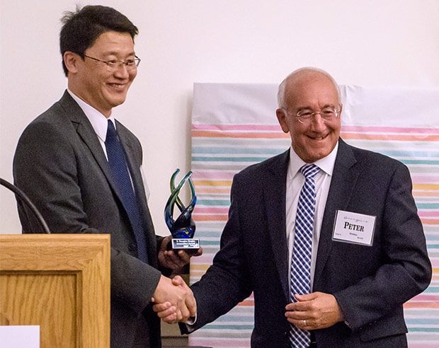Dr. Weiguo Cui receives Douglas Ziegler Innovation Award